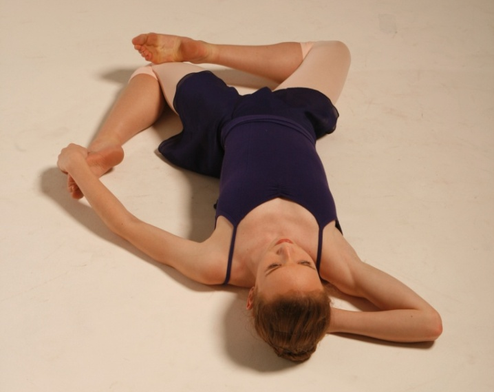 hip Stretches - The Pretzel Stretch